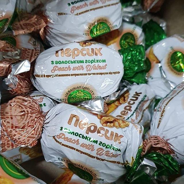 Персик з волоським горіхом у шоколаді 300 грам