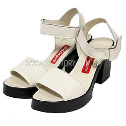 Женские кожаные босоножки на каблуке Shtayer