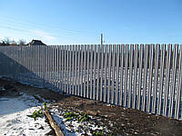 Монтаж забора из металлического штакетника в Харькове, фото 1