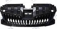 Решетка радиатора Skoda Fabia 2014- черн.с отв.под молдинг