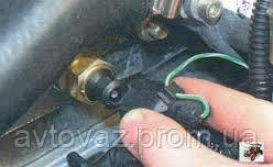 Разъем датчика температуры охлаждающей жидкости на ВАЗ 1118 Калина