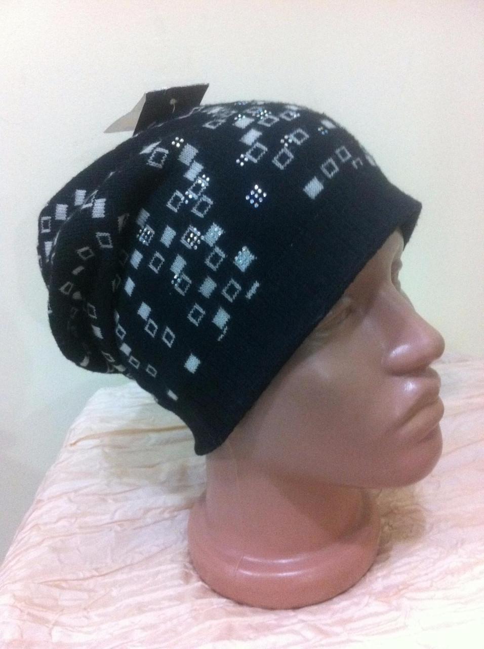 шапка двойная с рисунком , приспущена назад  с камушками  цвет  черный с белым, фото 1