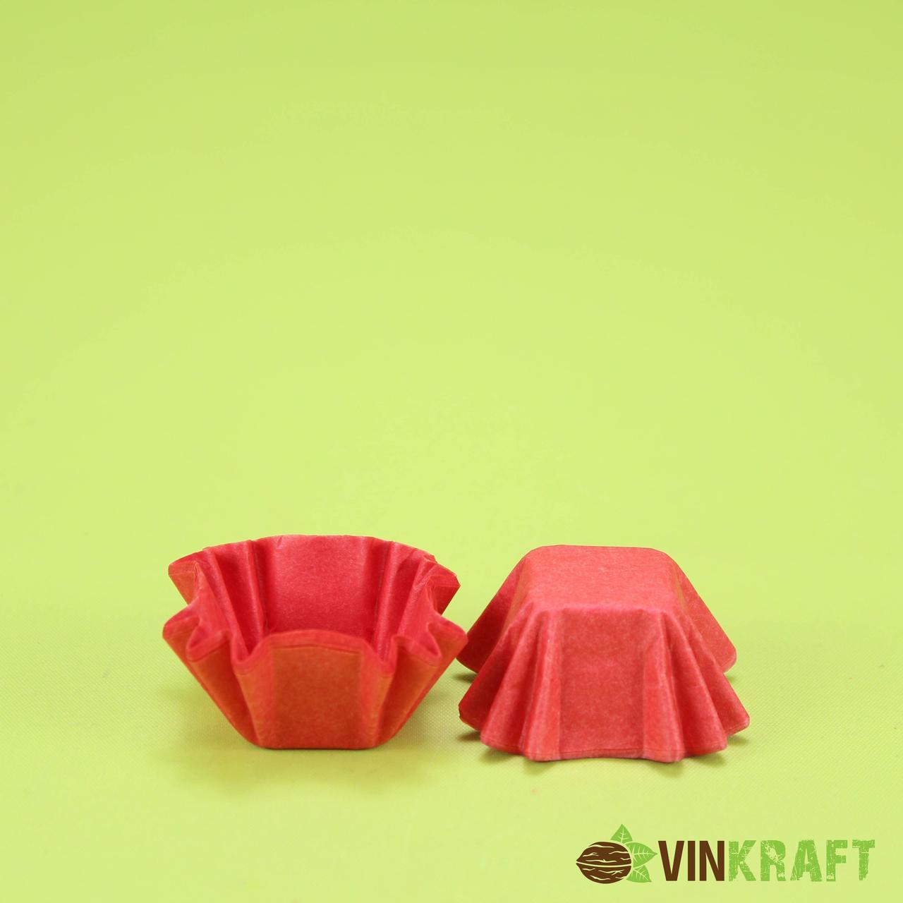 Паперова формочка (20*20, h=20) для цукерок, червона