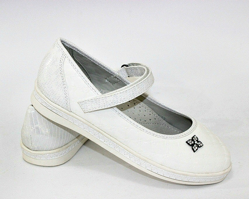 Белые туфельки для маленьких девочек
