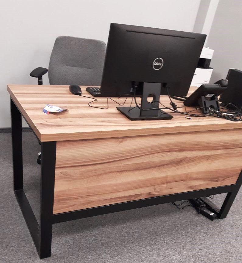 Офисный стол  APRON в стиле Лофт - столешница и фасад шпон дуба