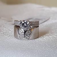 Серебряное кольцо с крупным камнем и бабочкой