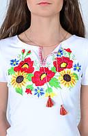 Нарядная женская футболка вышиванка в украинском стиле с роскошным цветочным орнаментом