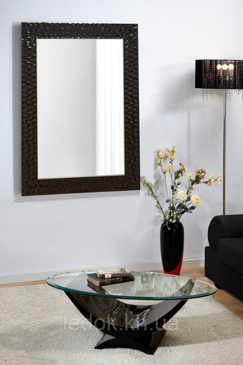 Зеркало настенное в черной раме 400х600