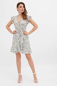 Легкое летнее женское платье на запах с цветочным принтом