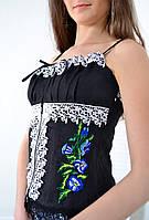 Оригинальный вышитый корсет с маками украшен кружевом