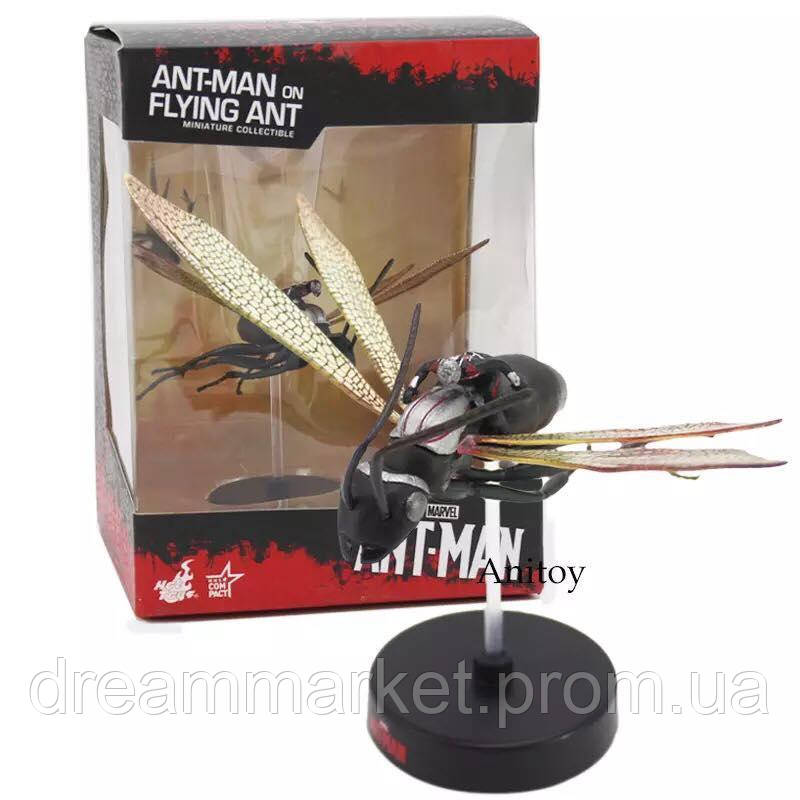 Коллекционная фигурка Человек-Муравей верхом на летающем муравье, высота 10 см, с подставкой - Marvel