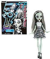 Кукла Монстер Хай Френки Штейн Она Живая! Monster High Frankie Stein Ghouls Alive!
