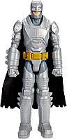 Коллекционная фигурка Бэтмен в брони из металлов со съемным плащом, высота 30 см - Batman vs Superman, Mattel, фото 1