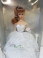 Коллекционная Свадебная Кукла Барби Невеста с букетом цветов, фатой и подставкой 1996 года - Barbie Wedding