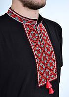 Стильная мужская вышиванка в украинском стиле с красным орнаментом