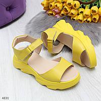 Яркие желтые модные женские босоножки из натуральной кожи