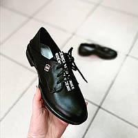 Туфлі жіночі чорні шкіряні на шнурках низький хід.