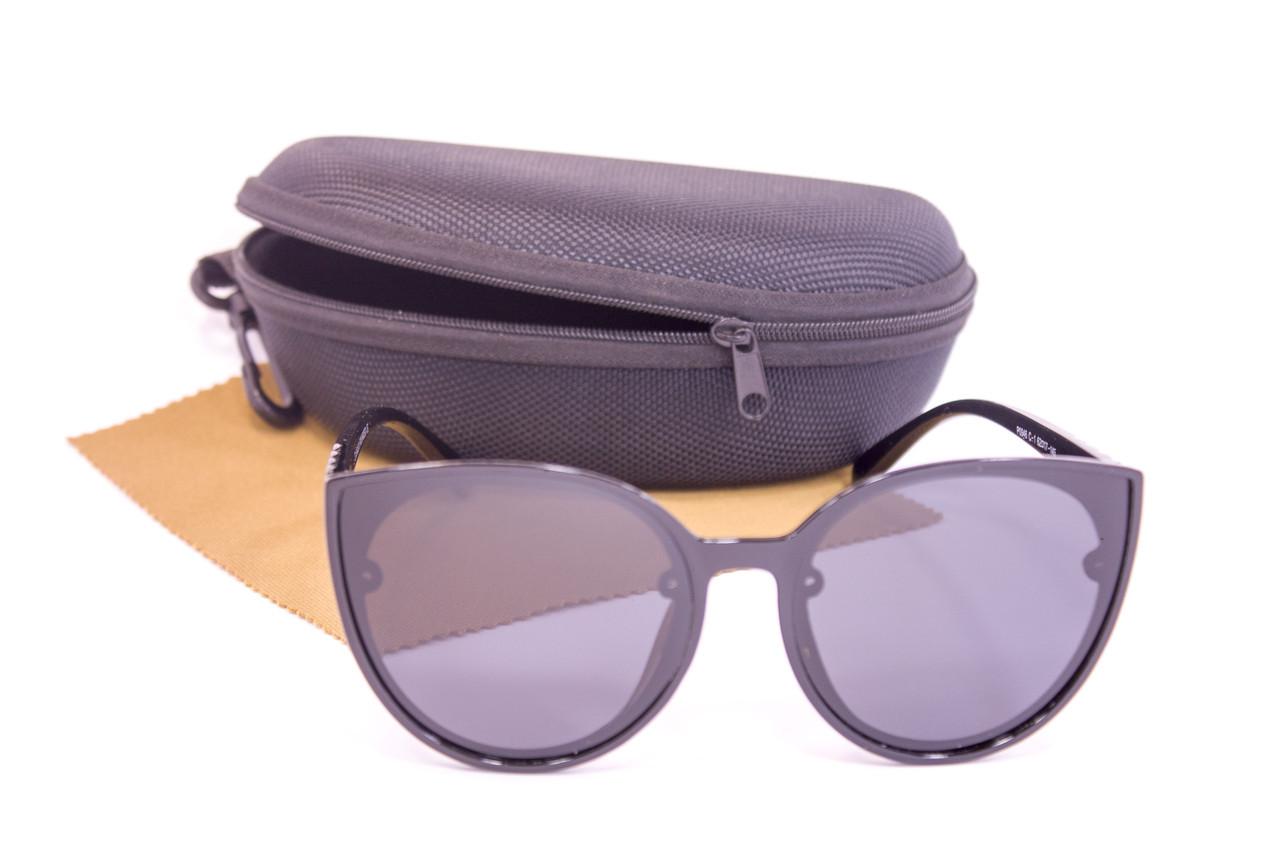 Солнцезащитные очки с футляром F0946-1