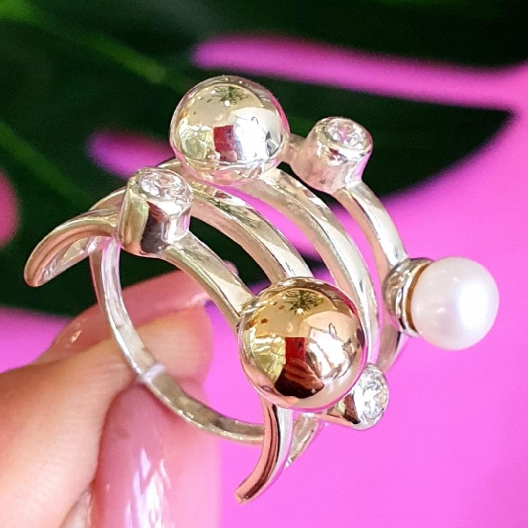 Оригинальное женское серебряное кольцо с жемчугом и золотом