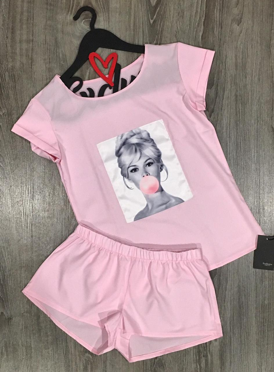 Розовая пижама футболка и шорты с аппликацией.