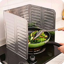 Защитная складная панель из фольги для плиты (от жира) 325×840 мм