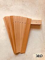 Материал из древесного шпона с отверстиями для крепления между рамками