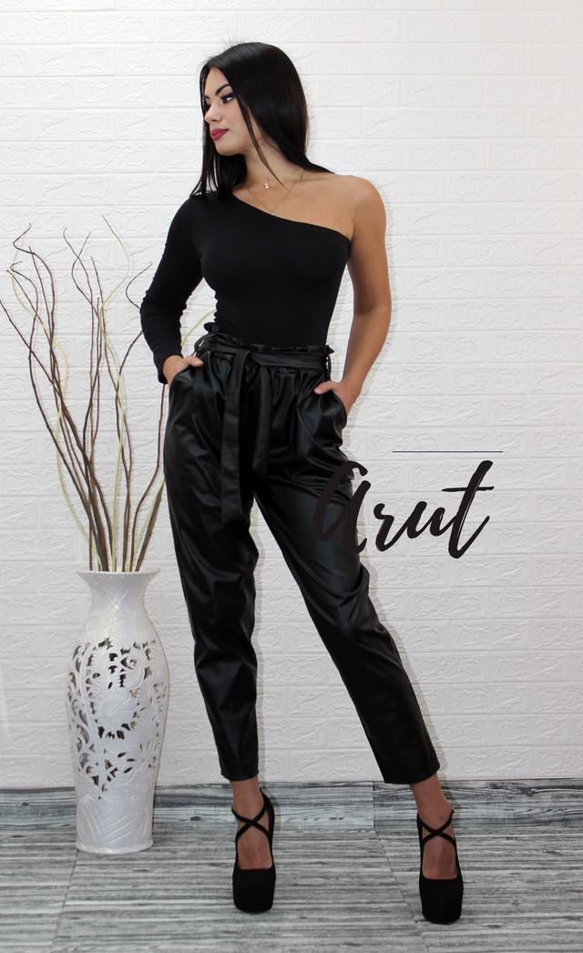Женские кожаные брюки с высокой посадкой под пояс