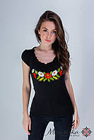 Жіноча вишиванка чорного кольору із глибоким декольте «Рюшка з квітами »