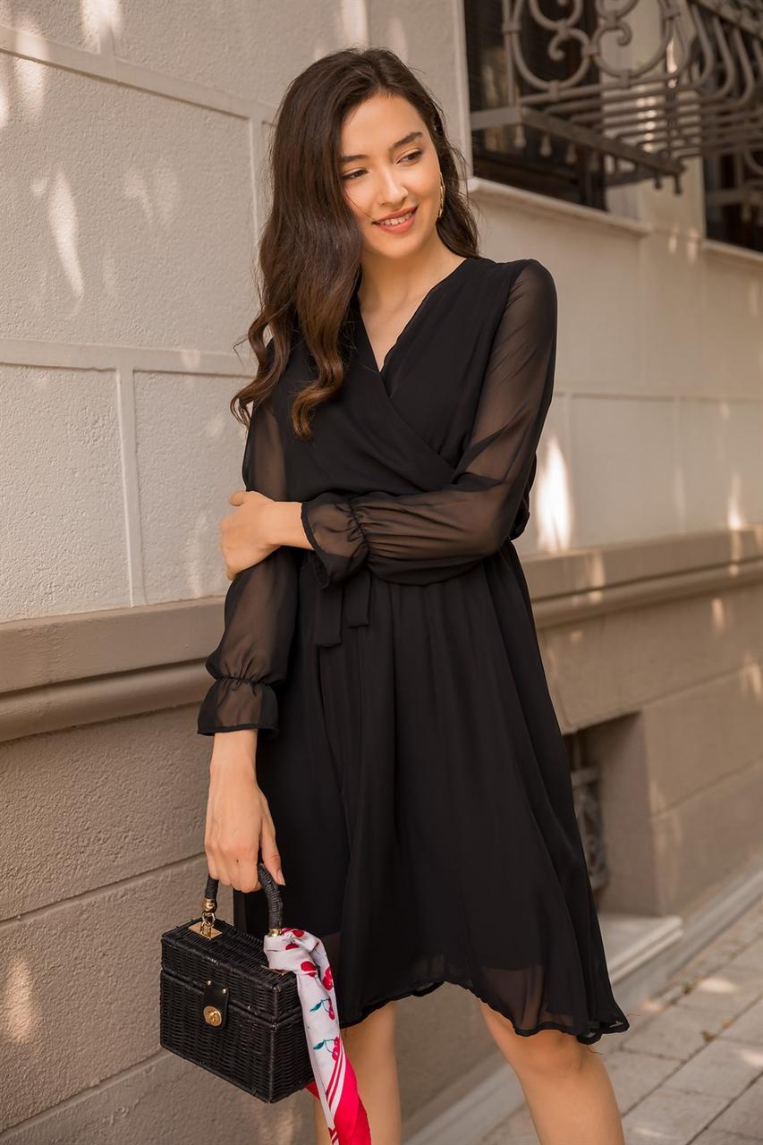 Элегантное платье с треугольным вырезом 42-48