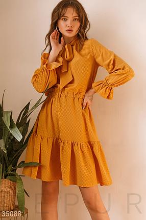 Повседневное платье до колен в горошек с воланами желтое, фото 2