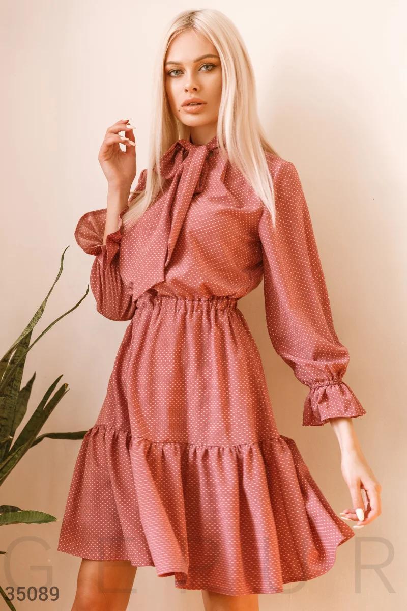 Стильное легкое платье миди в мелкий горошек с воланами фрез
