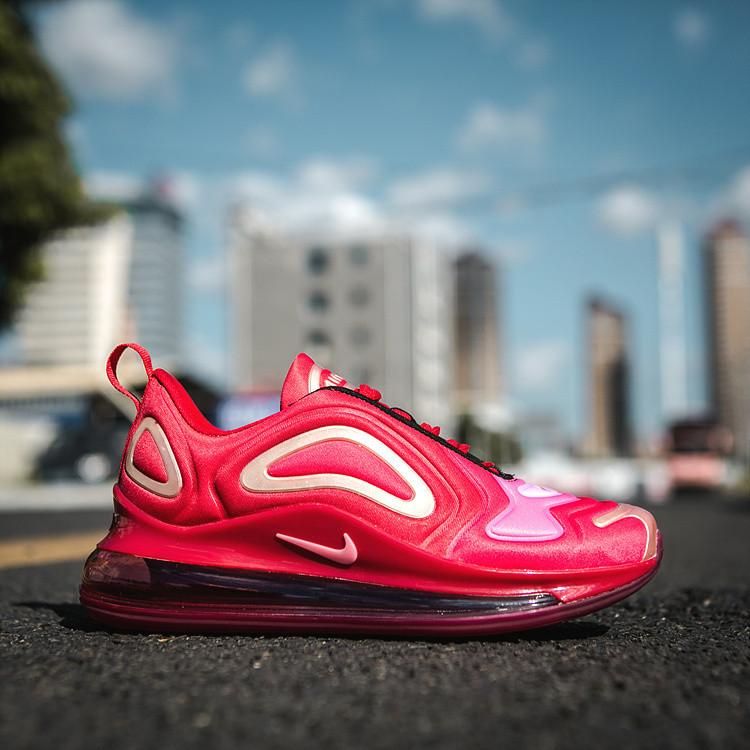 Женские кроссовки в стиле Air Max 720 red