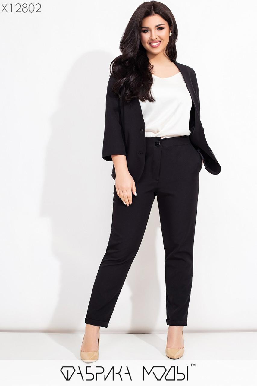 Женский брючный костюм в больших размерах с жакетом и укороченными брюками 115620