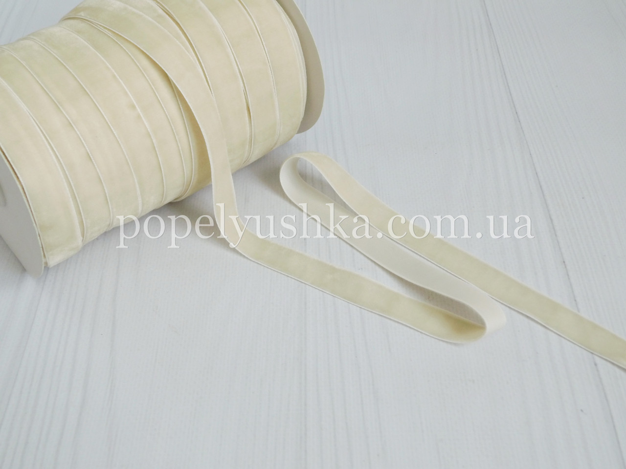 Стрічка оксамитова 1,5 см молочна