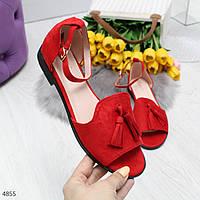 Красные закрытые женские замшевые босоножки на низком ходу
