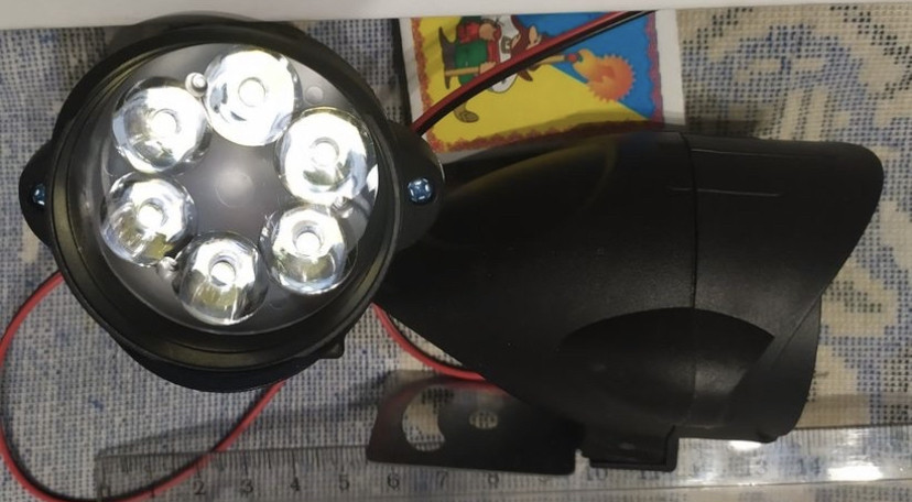 Фары светодиодные / LED/ 12W 6 на 7 см. яркие с/х техники 12-24 вольт