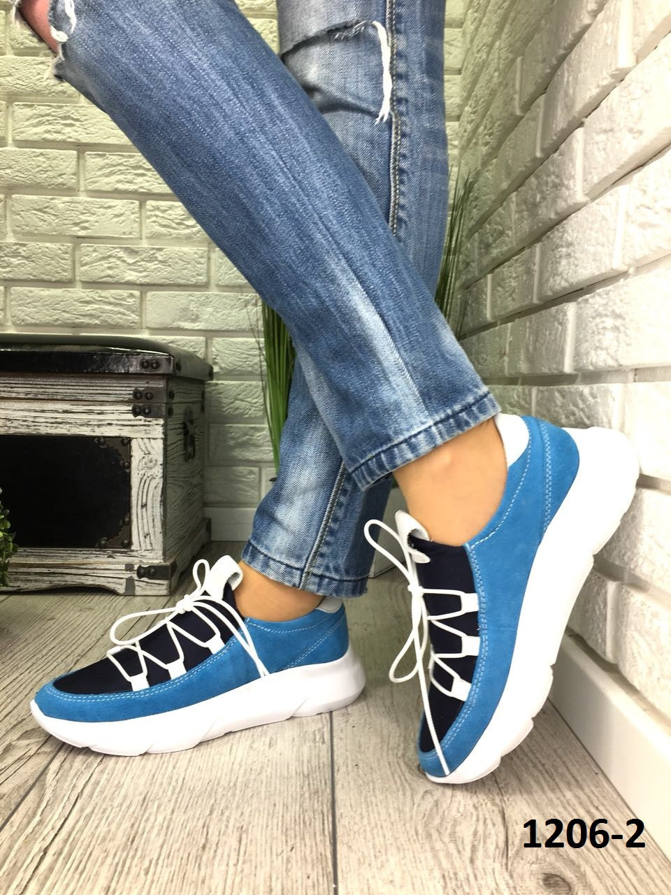Кросівки жіночі замшеві блакитні з дайвінгом