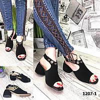 Босоножки женские замшевые черные с люверсами на каблуке 5 см