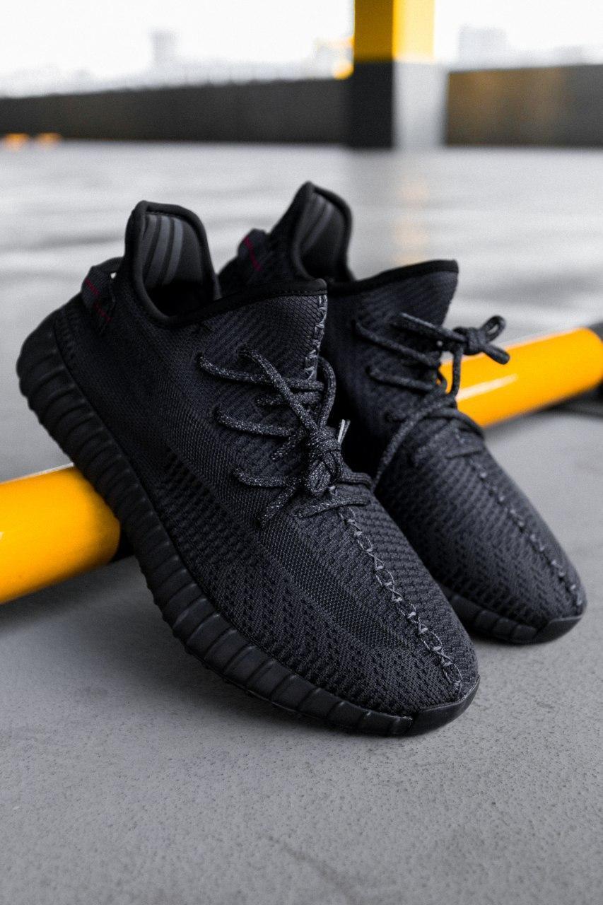Стильные кроссовки Adidas Yeezy Boost 350 V2 Black (Адидас Изи Буст 350 )
