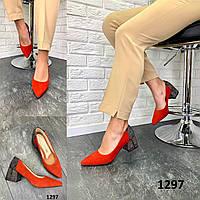 Туфли женские лодочки замшевые красные с принтом на пятке на каблуке