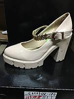 Женские лаковые туфли на тракторной платформе с каблуком
