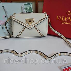 Сумочка в стиле  Valentino кремовая