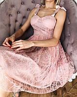 Нарядное кружевное платье с лентами на плечах