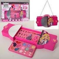 Набор детской косметики для макияжа и маникюра в сумочке