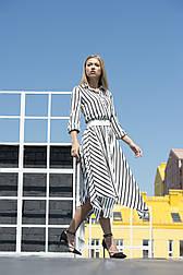 Сукня-сорочка довжиною до середини ікри з легкої, шовковистою тканини Lesya Сейва.