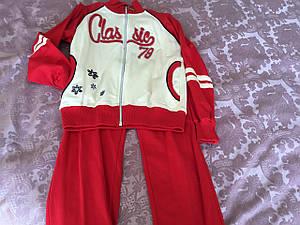 Спортивный трикотажный костюм в красном цвете для девочки