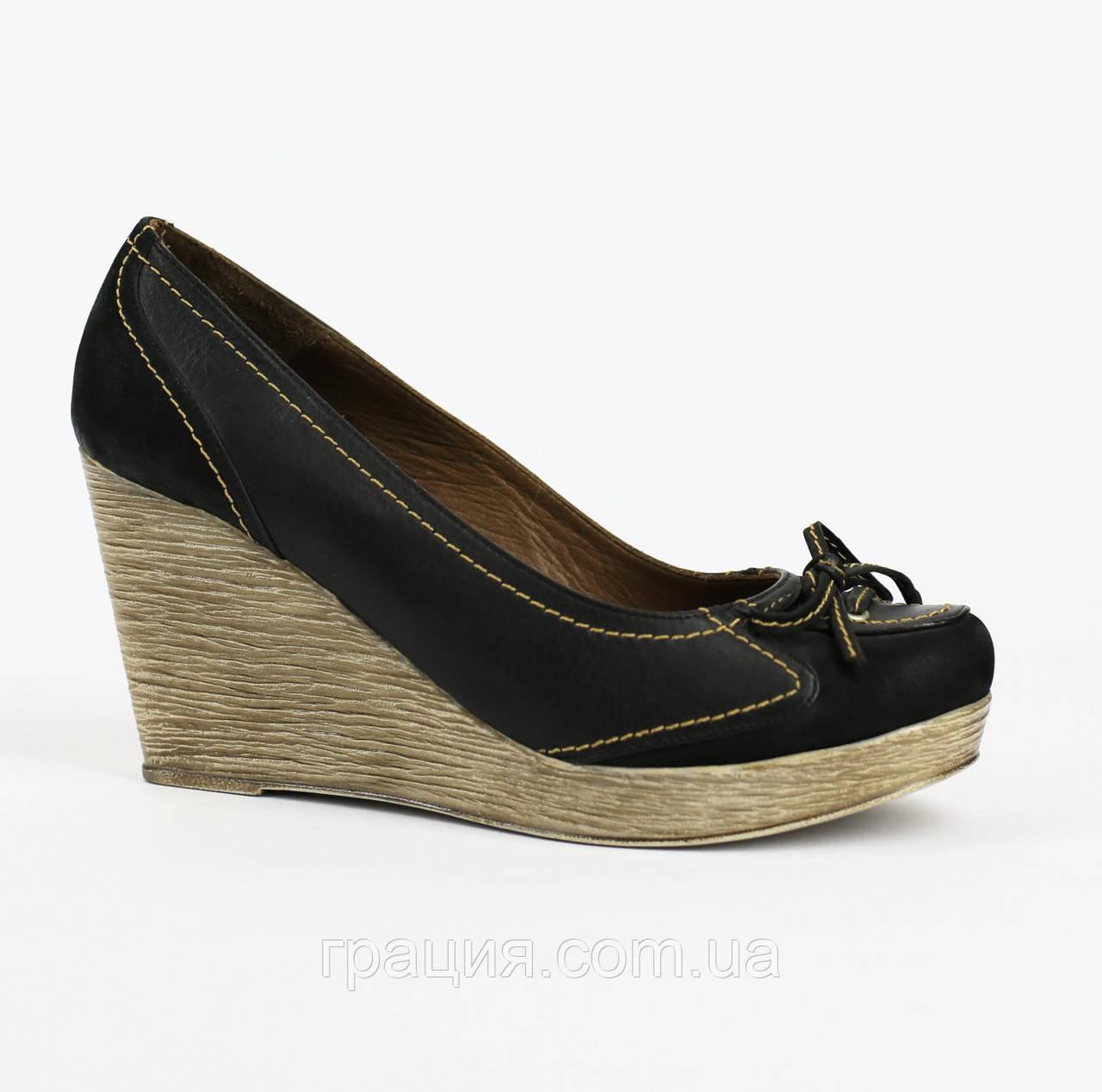 Туфлі жіночі шкіряні на танкетці