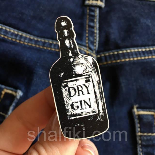 """""""Бутылка джина Dry gin"""" брошь деревянная с уф-печатью"""