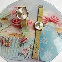 Стильные женские золотистые часы