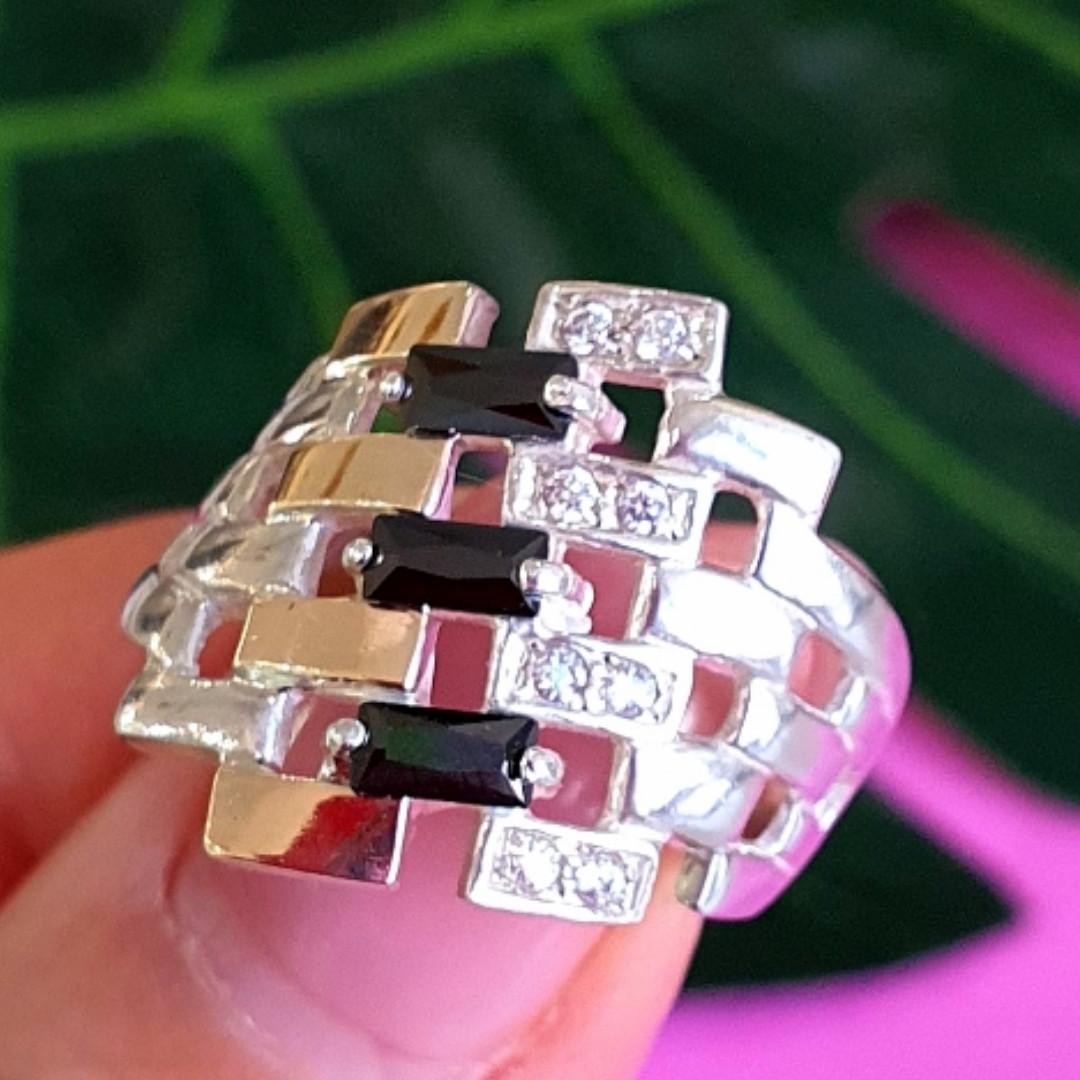 Серебряное кольцо женское с черными фианитами и золотом - Кольцо из серебра с черными камнями